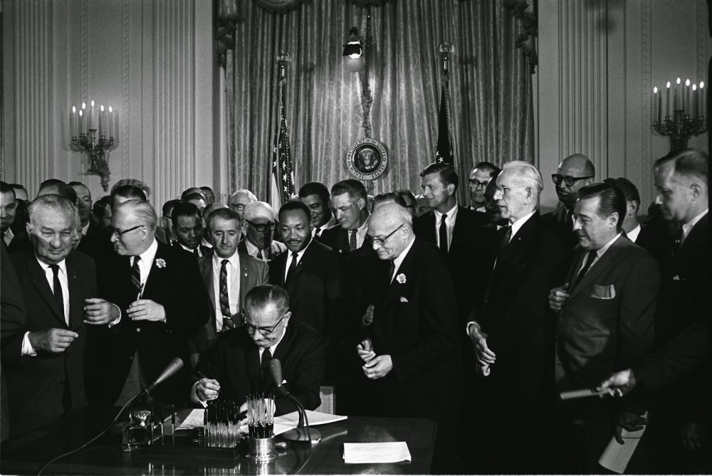Lyndon_Johnson_signing_Civil_Rights_Act,_July_2,_1964.jpg