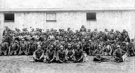 esir-edilen-turk-askerler.jpg