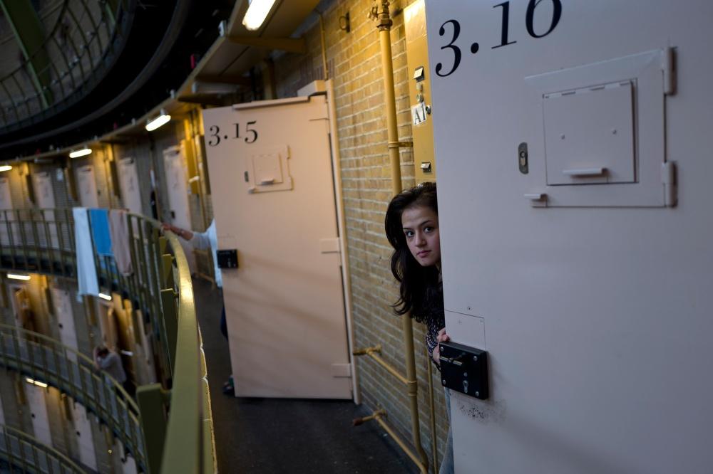 01-cells-asylum-refugees.jpg
